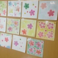 高齢者グループホームにて、グループワークとしてパステル和 アートしています。大阪四條畷にて。